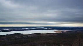Paisajes del invierno en la monta?a nublada Sugomak del d?a de Urales fotografía de archivo libre de regalías