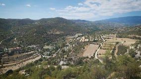 Paisajes en Chipre Opinión de Awecome desde arriba de la montaña almacen de video