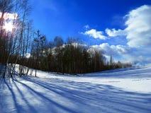 Paisajes magníficos del invierno en un día soleado Fotografía de archivo