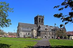 Paisley katedra Renfrewshire Scotland i dzwonkowy wierza fotografia royalty free
