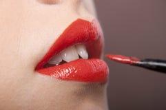 paiting画笔的嘴唇 免版税库存图片