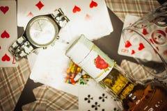 Paixão dos cartões e do álcool foto de stock royalty free