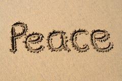 Paix, écrite sur une plage. Photo libre de droits