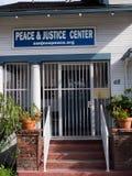 Paix et juge Center Images stock