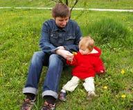 Paizinho com uma filha Imagem de Stock Royalty Free