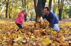 Paizinho e filha felizes fotografia de stock
