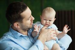 Paizinho feliz com filha Imagem de Stock