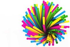 Paja colorida del cóctel aislada en blanco Imagen de archivo libre de regalías