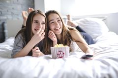 Friendship, people, pajama party, entertainment and junk food concept Royalty Free Stock Photos