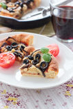Pajen med aubergine, oliv och sörjer muttrar Royaltyfri Foto