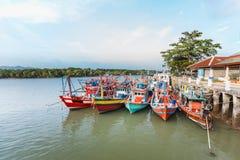 Pak Bara Pier, aterrizaje de los barcos de pesca del calamar Foto de archivo libre de regalías