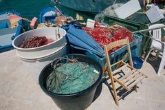 Pak een visser in van de stadsstraten van Italië Trullis alberobelloapulia aan stock afbeelding