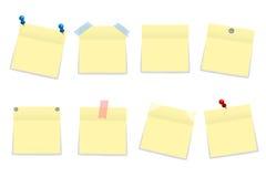 Pak gele die bureaudocument stickers met schaduw op wit wordt geïsoleerd Stock Foto's