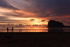 Pak Meng Beach-Sonnenuntergänge Lizenzfreies Stockfoto