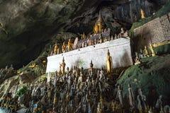 Pak Ou Cave sur le Mekong près de Luang Prabang, Laos caverne de 5000 Buddhas image stock