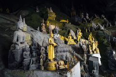 Pak Ou Cave sur le Mekong pr?s de Luang Prabang, Laos caverne de 5000 Buddhas images libres de droits