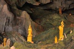 Pak Ou grottor på Mekonget River royaltyfri fotografi