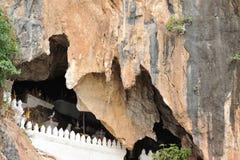 Pak Ou grottor på Mekonget River Arkivfoto