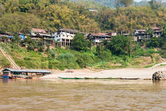Pakbeng,老挝- 2015年3月04日:Pakbeng村庄看法  villag 免版税图库摄影