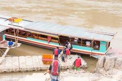 Pakbeng Laos, Mar 04 2015, -: Wolne łodzie przy Pakbeng wioską _ Obraz Royalty Free