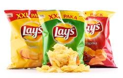 Paket av Lays potatischiper som isoleras på vit royaltyfri fotografi