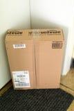Paket, das zu Hause wartet Lizenzfreies Stockbild