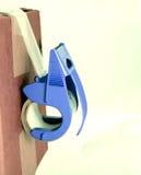 Paket und blaue Bandzufuhr Lizenzfreies Stockfoto