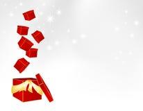 Pakete, die in einen großen Geschenkkasten fallen Lizenzfreies Stockbild