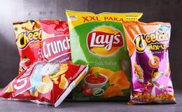 Pakete von beliebten Marken des Snack-Foods lizenzfreie stockbilder