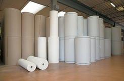 Pakhuis (document en cardoboard) in papierfabriek royalty-vrije stock foto