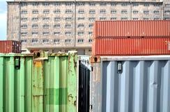 Pakhuis met ladingscontainer Stock Afbeeldingen