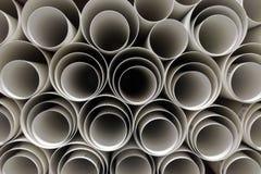 Pakhuis van polypropyleen plastic industriële pijpen stock afbeelding