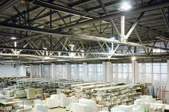 Pakhuis van spaanplaten of spaanplaten materail voor steun de meubilairfabrikanten Productieruimte royalty-vrije stock foto's