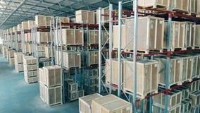 Pakhuisruimte met dozen stock video