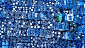 Pakhuizen voor koelingsinstallaties, containers vaten stock afbeelding