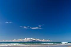 Pakiri strand, Auckland, Nya Zeeland Arkivbilder