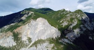 Pakistan: Bergschietlood en mistige hemel stock foto