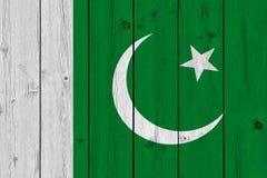 Pakistan-Flagge gemalt auf alter hölzerner Planke lizenzfreie stockfotografie