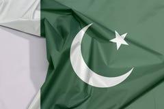 Pakistan-Gewebeflaggenkrepp und -falte mit Leerraum lizenzfreies stockfoto