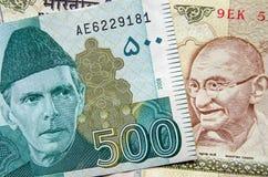 Pakistan i Indiańskiej rupii banknoty Obraz Royalty Free