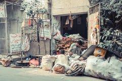 Pakistan Lahore, exempel av en förpackande återvinning Royaltyfri Fotografi