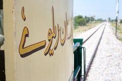 Pakistansk järnväg linje för sikt i Nowshera royaltyfria bilder
