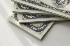 Pakken Amerikaanse bankbiljetten in dichte omhooggaande mening stock fotografie