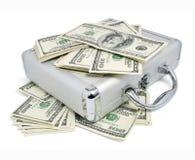 Pakken van dollarsgeld op de zilveren koffer royalty-vrije stock fotografie