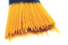 Pakket van ongekookte ruwe Spaghetti Royalty-vrije Stock Afbeeldingen