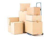 Pakketten en handvrachtwagen Stock Fotografie