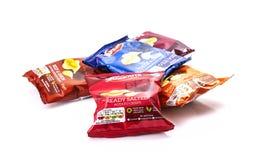 Pakketten van de chips van Snackrite op een witte achtergrond stock afbeelding