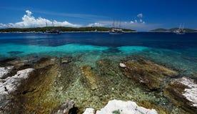 Paklinski-Inseln fahren, nahe Hvar, Kroatien die Küste entlang Stockfotografie