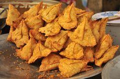 Pakora indien de nourriture de rue Photos libres de droits