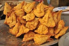 Pakora indio de la comida de la calle Fotos de archivo libres de regalías